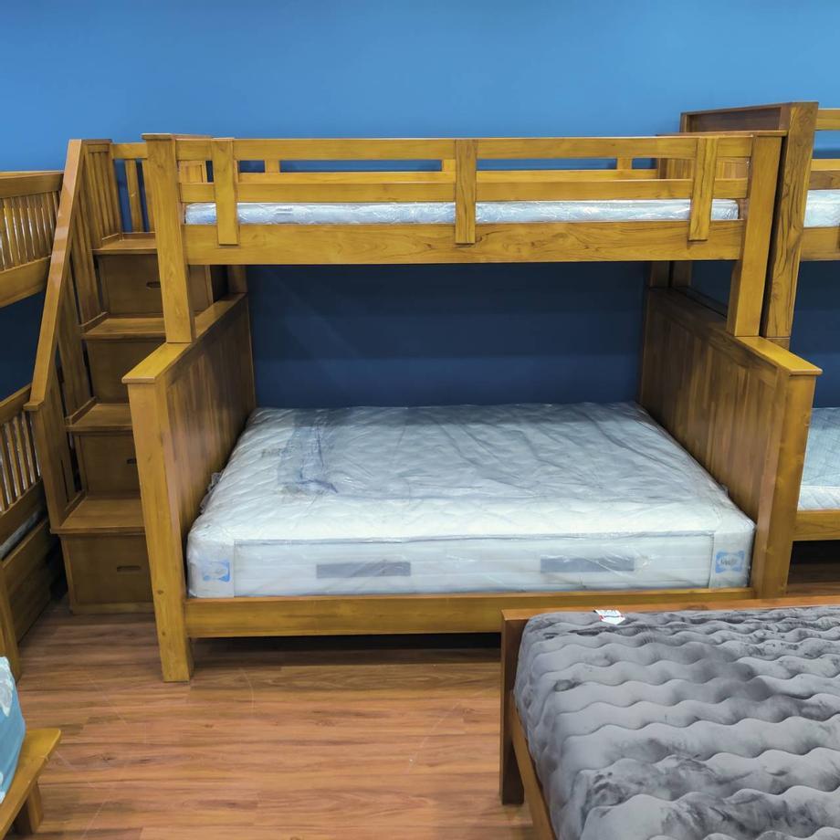 เตียงนอนไม้สัก ด้านล่าง 5ฟุต ด้านบน 3.5ฟุต